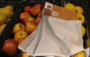 Carrefour y Caprabo sustituyen el plástico por bolsas de malla