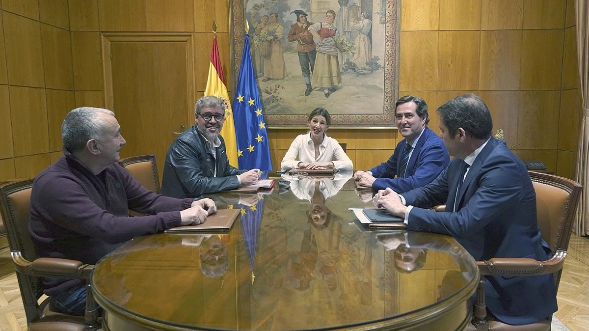 El Govern, patronal i sindicats pacten apujar el salari mínim a 950 euros el 2020