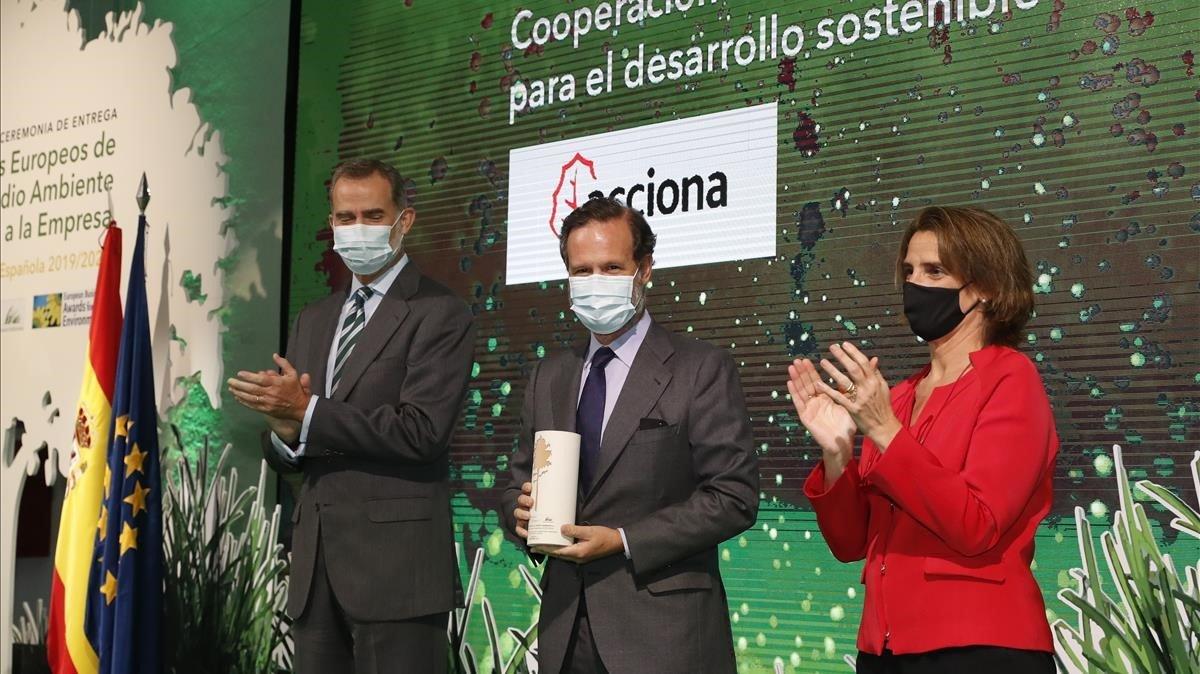 El Rey,Juan Ignacio Entrecanales y la ministra Teresa Ribera.