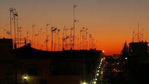 'Bosque' de antenas colectivas en la localidad sevillana de Alcalá de Guadaira.