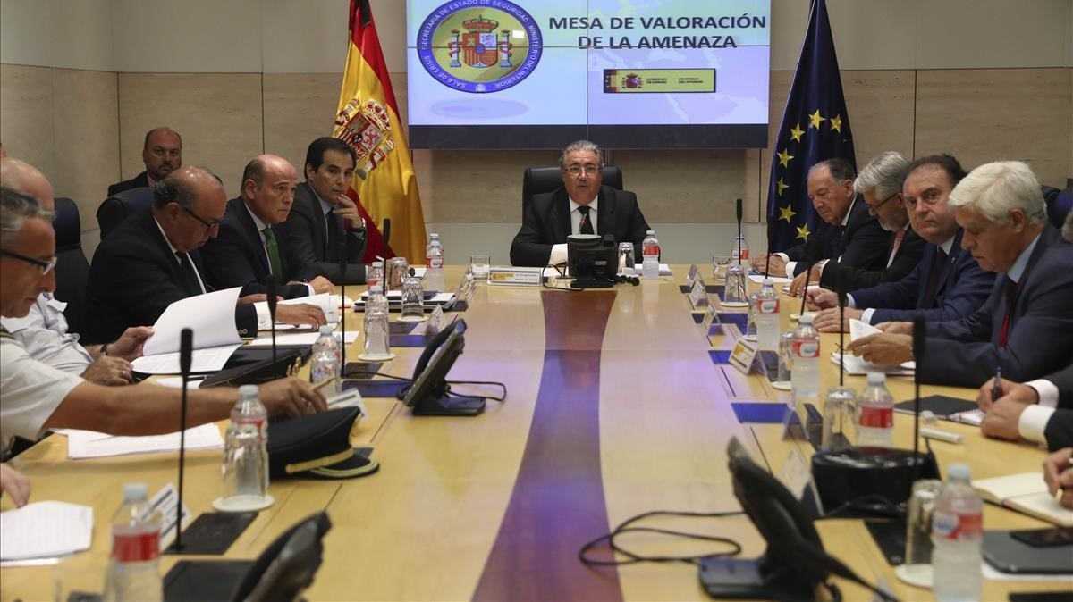 La mesa de evaluación, presidida por el ministro Juan Ignacio Zoido.