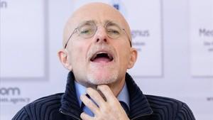 El metge que prepara un trasplantament de cap 'passa' de debats ètics