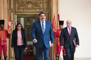 Venezuelan President Nicolas Maduro walking to a press conference  flanked by Vice-President Delcy Rodriguez  and Oil Minister and President of the Venezuelan state oil company PDVSA Manuel Quevedo  R   at the Miraflores Palace  Photo by Francisco BATISTA   Venezuelan Presidency   AFP