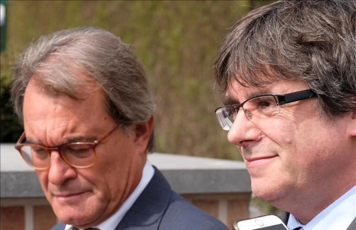 Los expresidentes Artur Mas y Carles Puigdemont, en Waterloo (Bélgica)