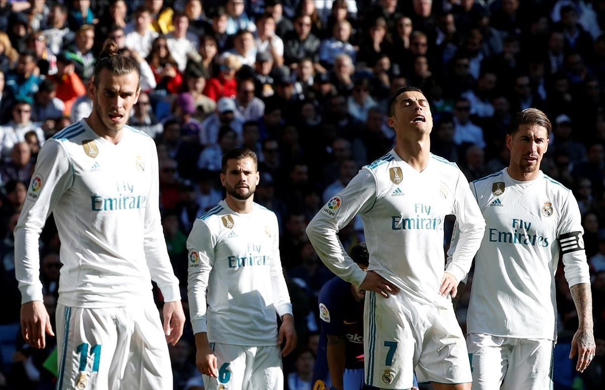 Bale, Nacho, Ronaldo y Ramos, con gesto de resignación durante el clásico del sábado.