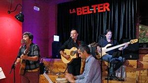 La banda Pantanito, en activo desde el 2002, durante un concierto en La Belter.