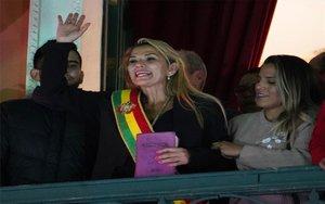 Jeanine Áñez asume la presidencia interina de Bolivia.