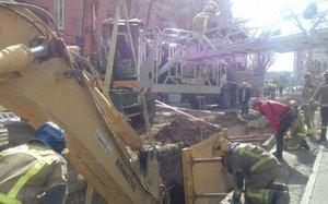 Accident laboral a Reus: dos obrers, atrapats en una rasa a sis metres de profunditat