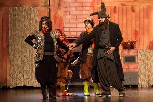 Los cuatro músicos son un perro, un gallo, un gato y un asno.