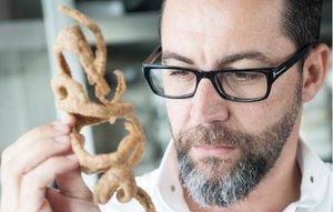 El divertido hilo que muestra a cocineros rockstars mirando intensamente pequeños trozos de comida
