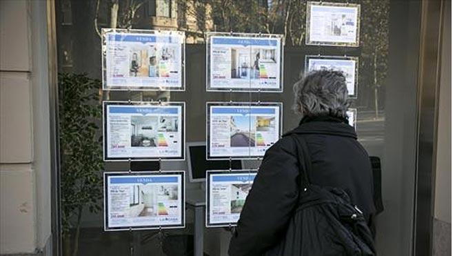 La compraventa de viviendas baja un 3,3 % en 2019, la primera caída desde 2013.