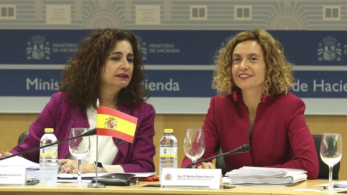 Las ministras de Hacienda, María Jesús Montero, y Política Territorial, Maritxell Batet, presidiendo el CPFF.
