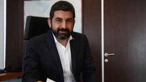 El conseller de TreballAfers Socials i Families, Chakir el Homrani, en su despacho.