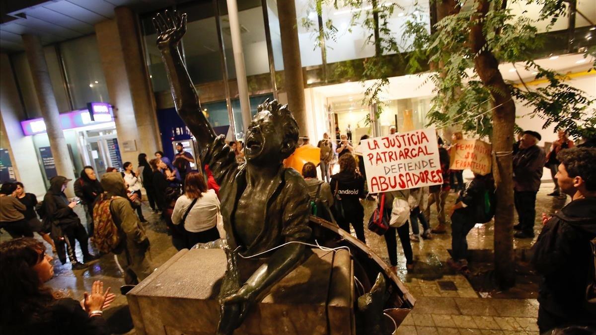 Manifestación en el consulado de Uruguay en defensa de María, el miércoles.