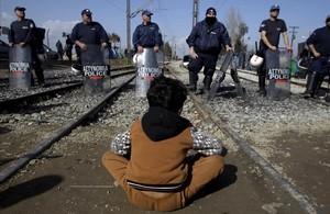 Cordón policial griego en los alrededores de Idomeni.