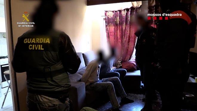 Desarticulada una organización internacional de tráfico de seres humanos.