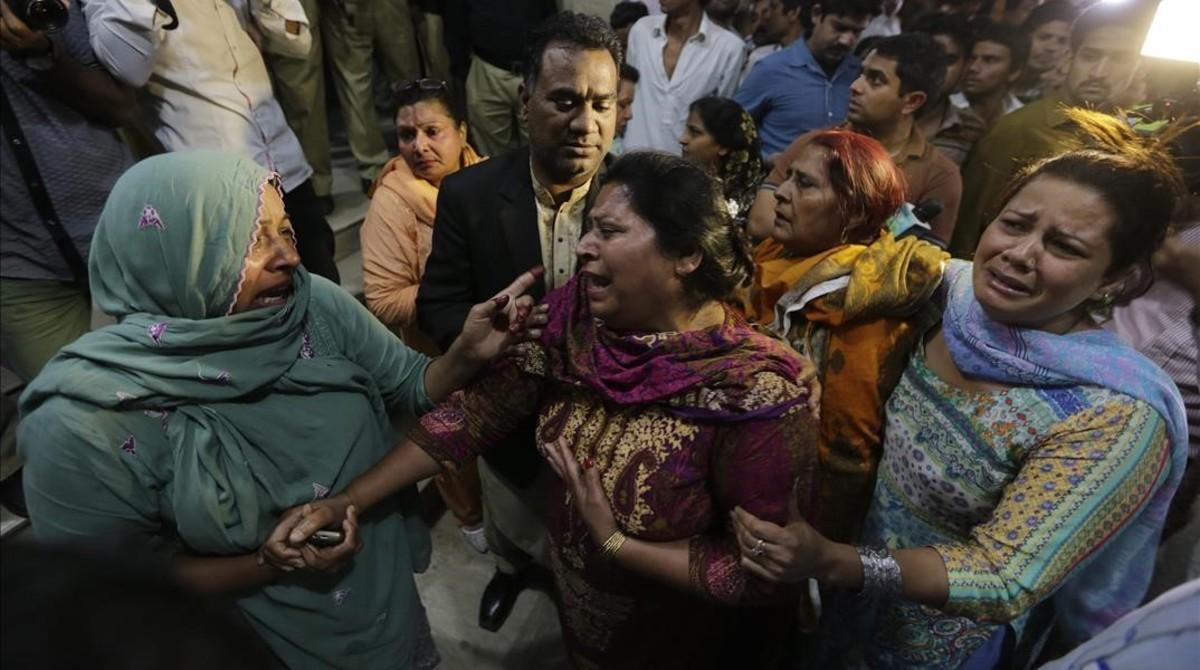 Desespero en Lahore tras el atentado suicida.