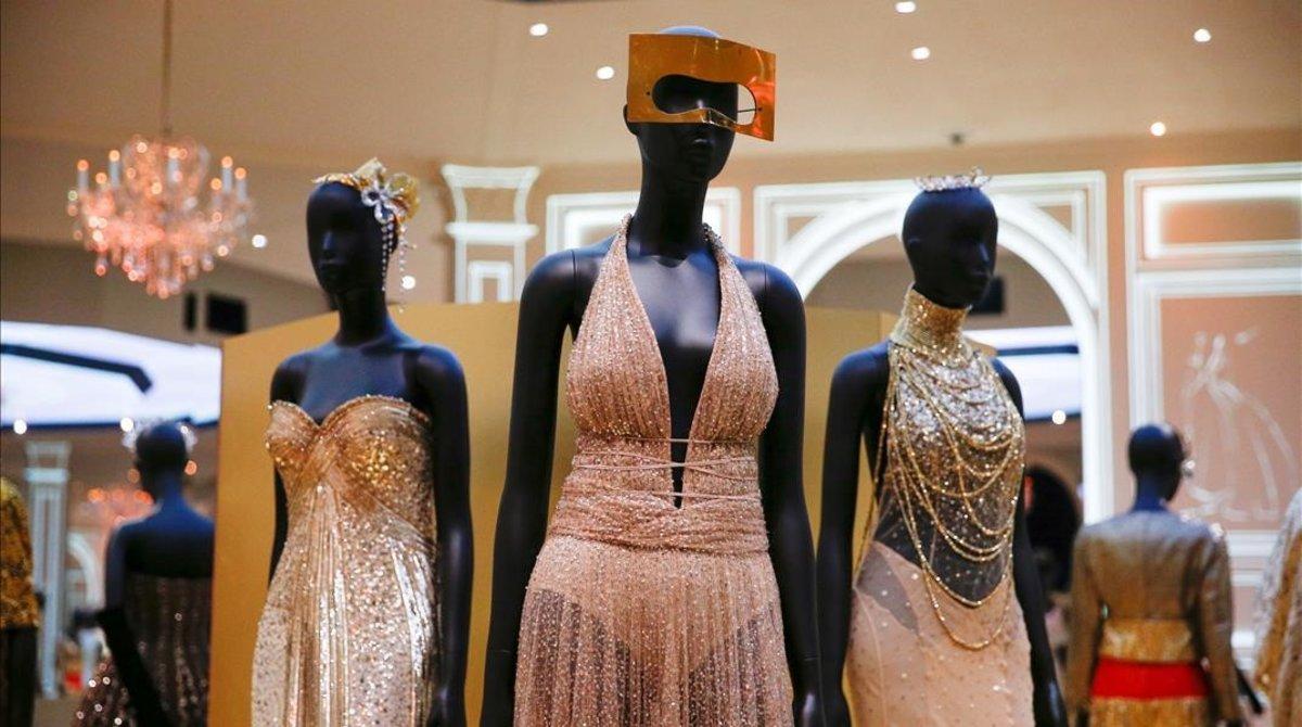 Diseños de Christian Dior, en el Victoria&Albert Museum, de Londres.