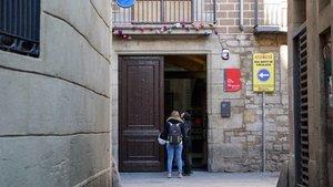 Entrada de un Espai Jove de la ciudad de Barcelona.
