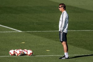 GRAF195 MADRID 05 10 2018 - El entrenador del Real Madrid Julen Lopetegui durante el entrenamiento del equipo blanco esta manana en la ciudad deportiva de Valdebebas EFE Rodrigo Jimenez