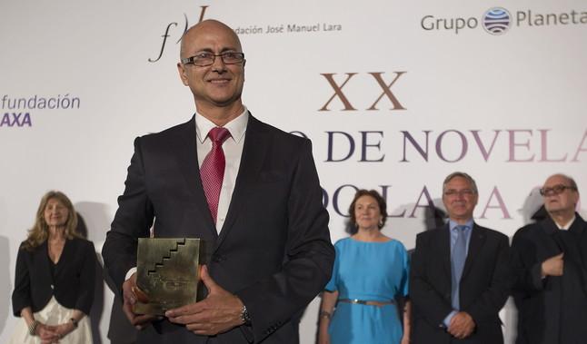 El escritor Antonio Garrido ha sido el ganador del premio de novela Fernando Lara, con la novela titulada El último paraíso.