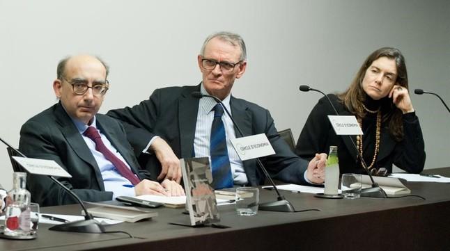 El escritor Gabriel Magalhaes (izquierda), junto a Anton Costas, en el Cercle d'Economia.
