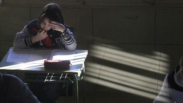 Examen de competencias básicas en el instituto Lluís Vives de Barcelona.