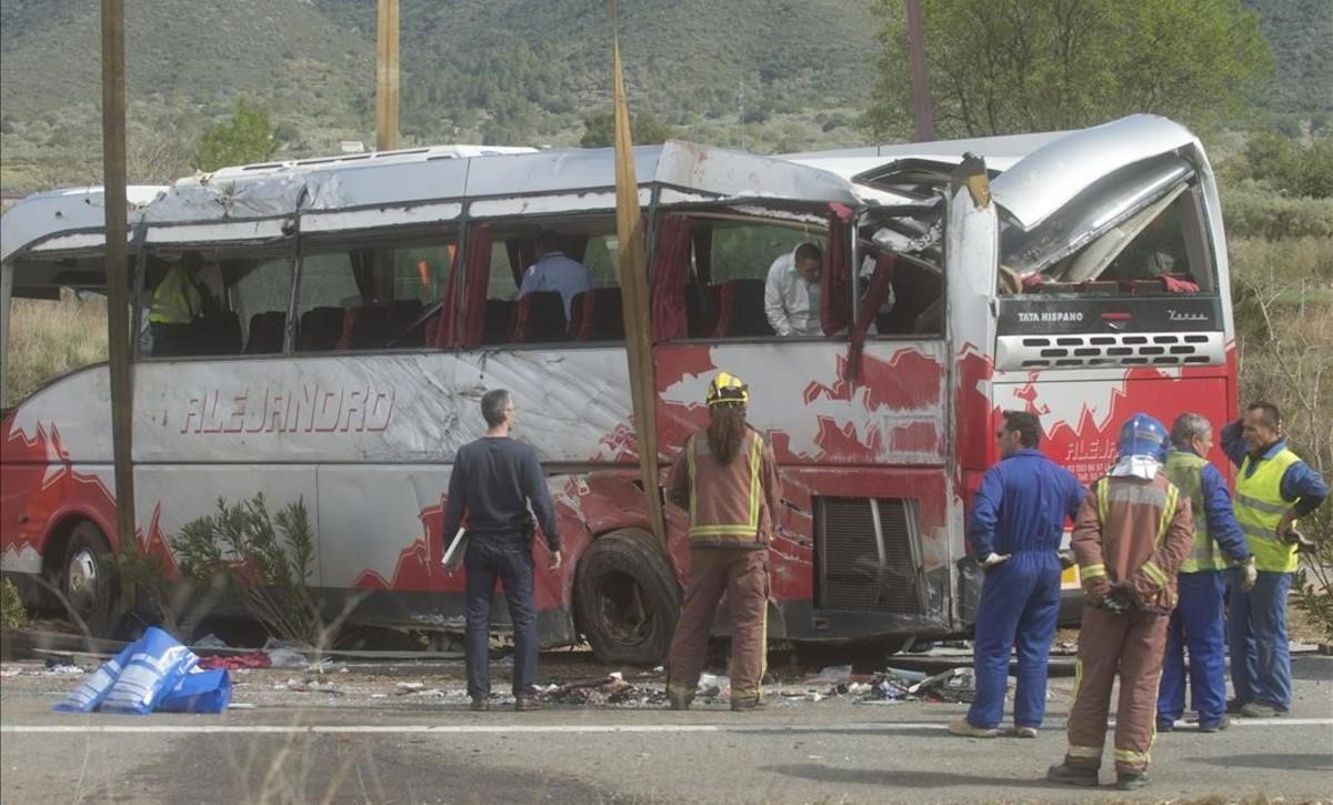 Estado en que quedó el autocar siniestrado.
