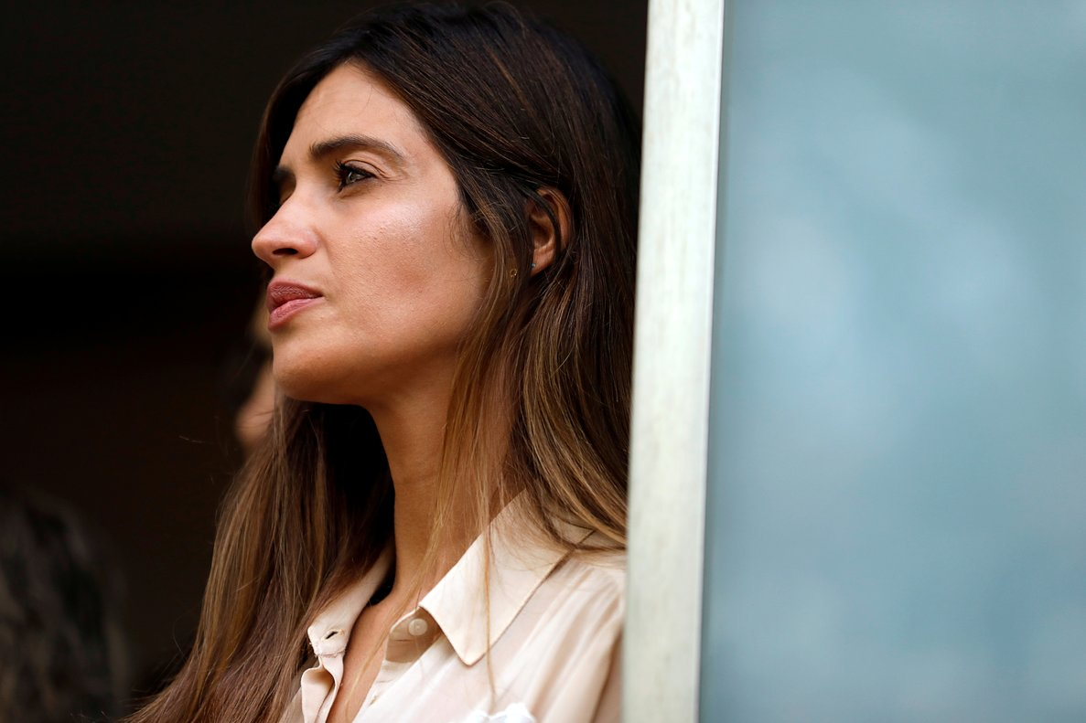 FILE PHOTO: Sara Carbonero, wife of Spanish soccer player Iker Casillas, listens to her husband before they leave CUF Porto hospital in Porto, Portugal, May 6, 2019. REUTERS/Rafael Marchante/File Photo/File Photo