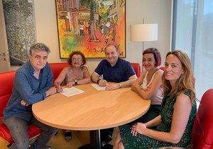 Firma del acuerdo de gobierno entre el PSC y Viladecans En Comú
