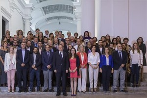 Foto de familia de los firmantes del Pacto Valenciano contra la Violencia de Género.