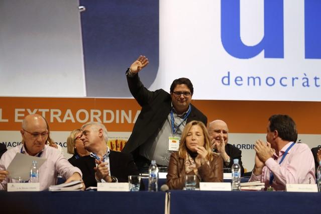 Francesc Gambús saluda després de ser elegit nou candidat dUnió a les eleccions europees.