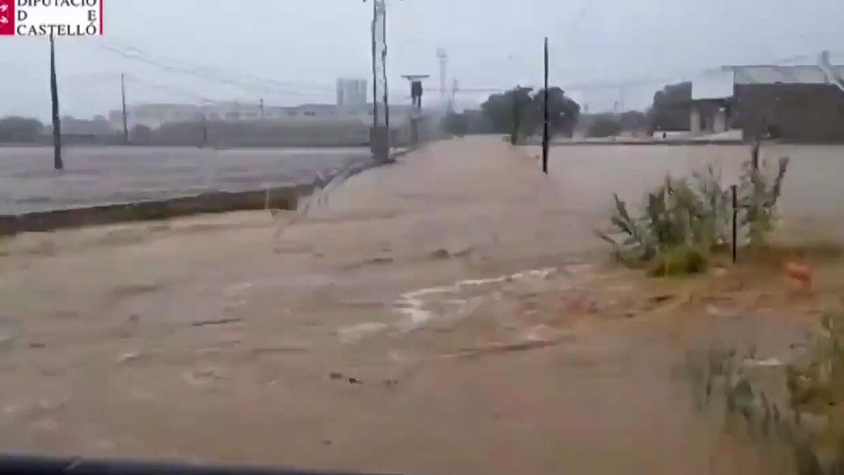 Varias personas rescatadas en Benicarló y Peñíscola por fuertes lluvias.