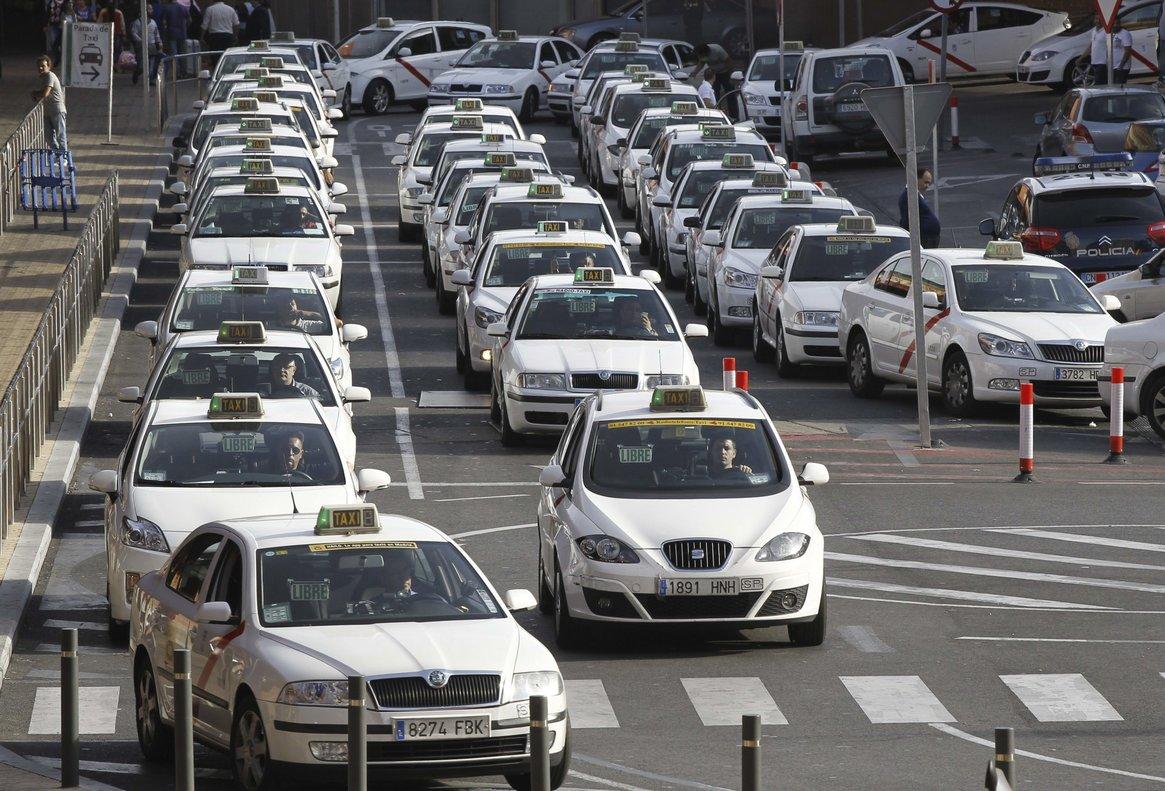 Los taxistas son uno de los colectivos que se pueden desgravar los gastos del coche en la Declaración.