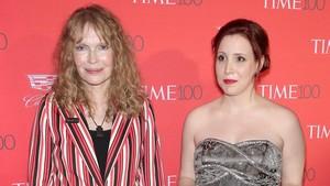 Mia Farrow y su hija adoptivaDylan.