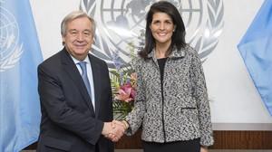 El secretario general de la ONU,Antonio Guterres, y la embajadora de EEUU antela ONU, Nikki Haley, el pasado 27 de enero.