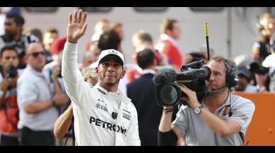 Hamilton logra la 'pole' en Malasia con nueva ayuda de Ferrari