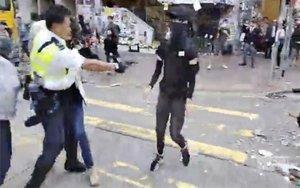 Dos ferits greus en l'escalada de tensió a Hong Kong