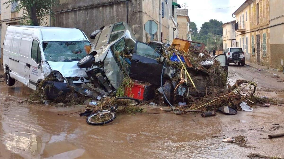 Una calle de Sant Llorenç des Cardassar, asolada por las lluvias torrenciales.