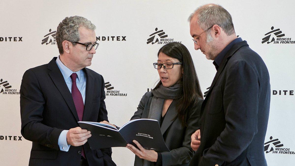 Pablo Isla, con Joanne Liu yDavid Noguera, de Médicos sin Fronteras.