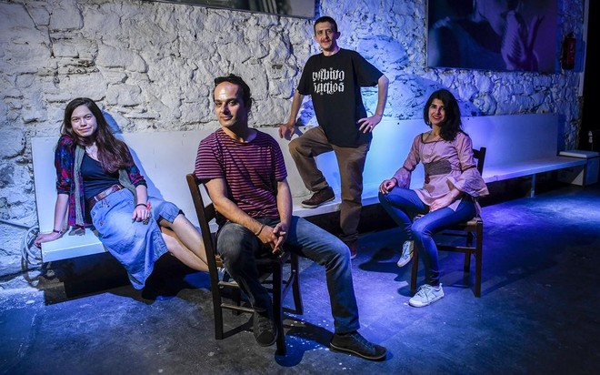 Los músicos Ugne Daniele, Georgi Dimitrov,Gokhan Surer yGüdelniz Akpolat, en el restaurante Dionisios, de Barcelona, esta semana.