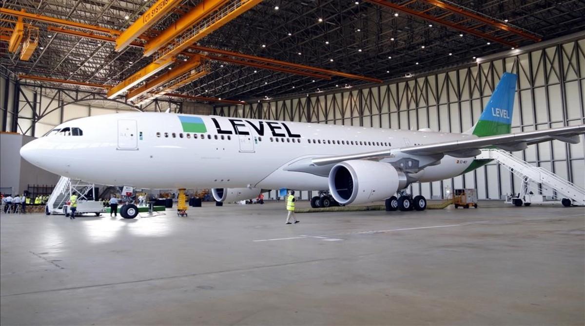 El A320 con el que level inicia sus viajes intercontinentales del El Prat.