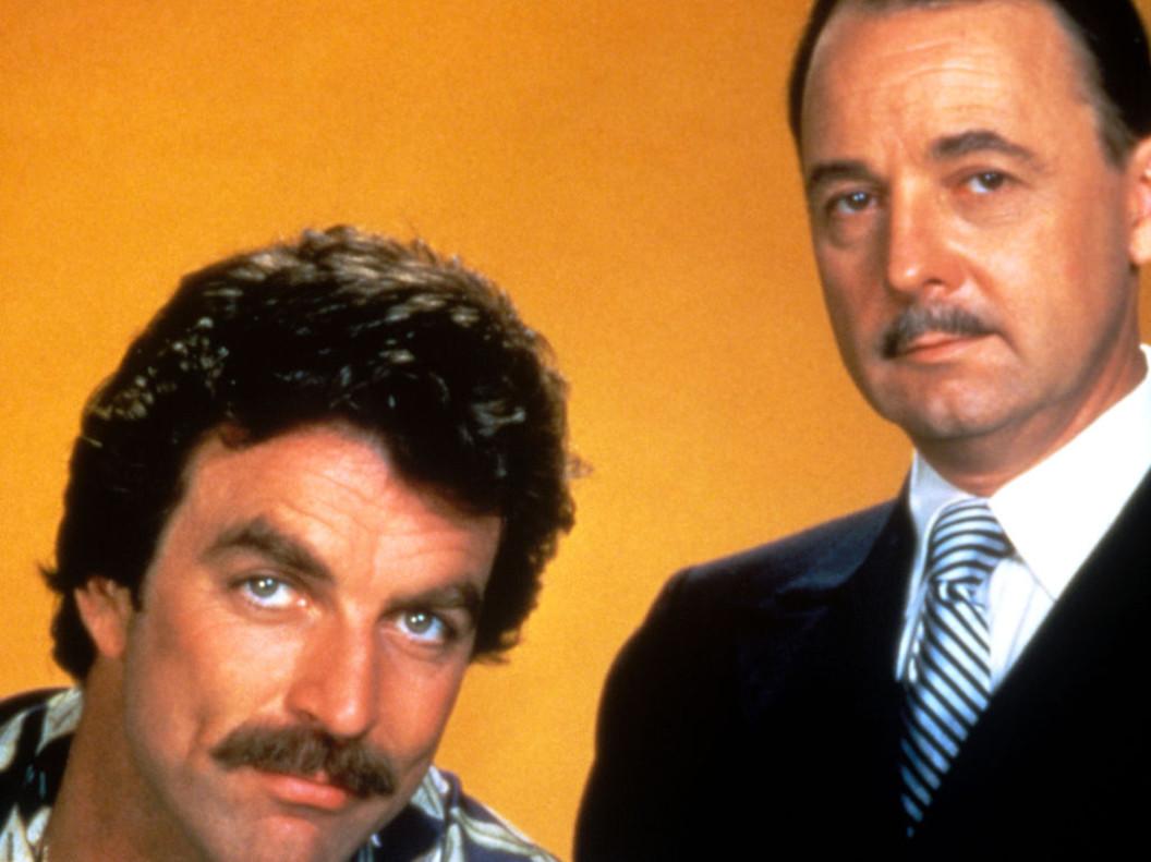 John Hillerman y Tom Selleck, en una imagen promocional de 'Magnum'.