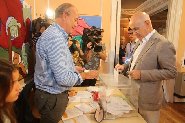 Josep Antoni Duran Lleida ha votado en el casal de Sarrià.