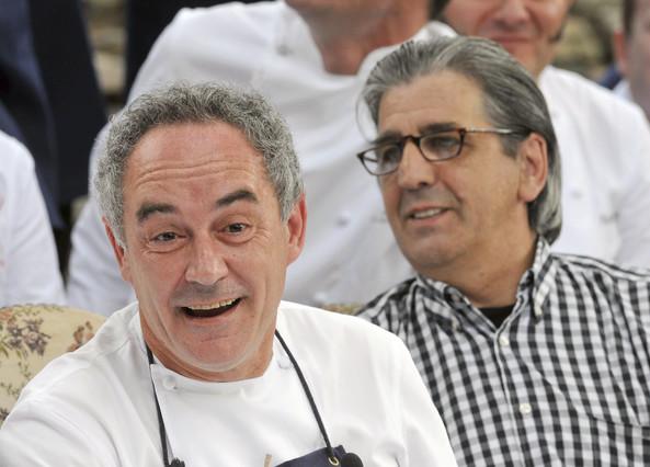 Juli Soler, a la derecha, junto a Ferran Adrià, creadores de la Fundación El Bulli.