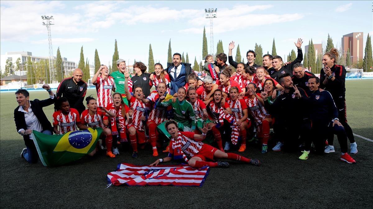 Las jugadoras del Atlético celebran el título.