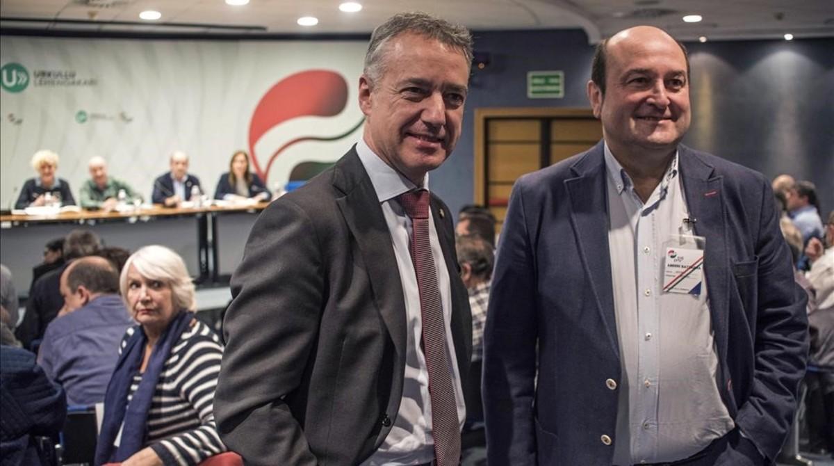 El lendakari, Iñigo Urkullu, y el presidente del PNV, Antoni Ortuzar, este lunes, durante la asamblea nacional de los nacionalistas vascos.