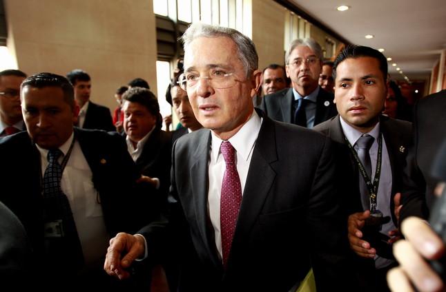 L'expresident Álvaro Uribe, després de retirar-se del debat al Congrés, dimecres a Bogotà.