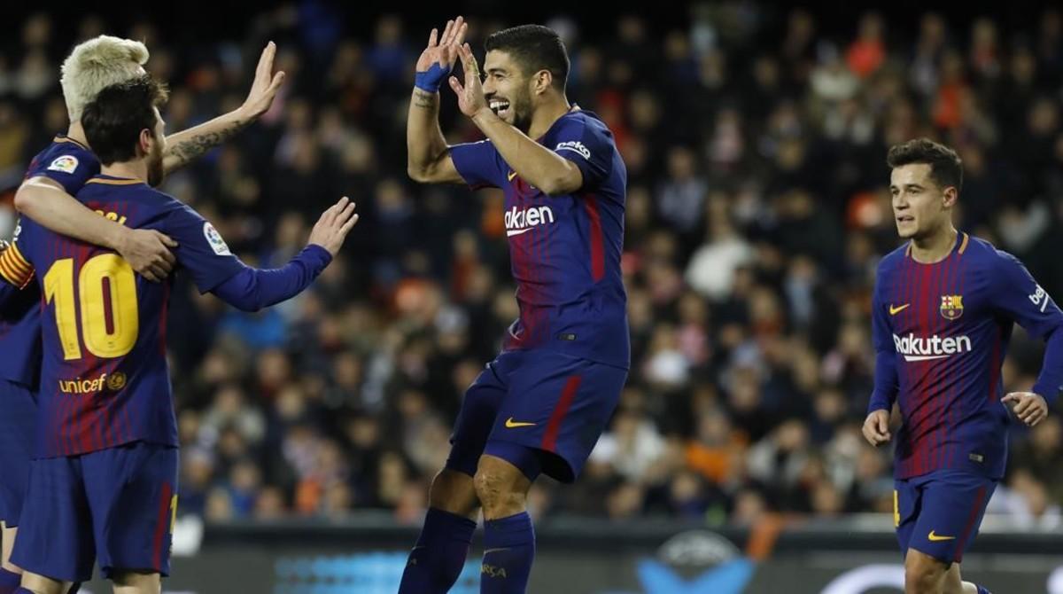 Los jugadores del Barça celebran el segundo gol de Rakitic.