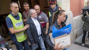 Los Mossos se llevan detenido al presidente de la Diputació de Lleida, Joan Reñé.